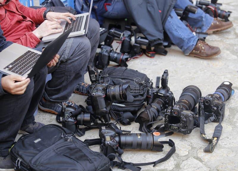 Reporter och utrustning royaltyfria foton