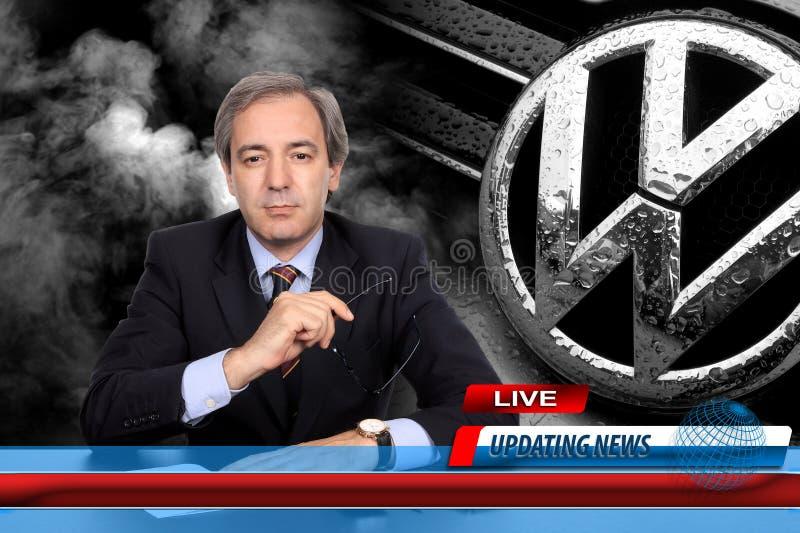 Reportero de las noticias de la TV en escándalo del fraude de Volkswagen fotografía de archivo libre de regalías