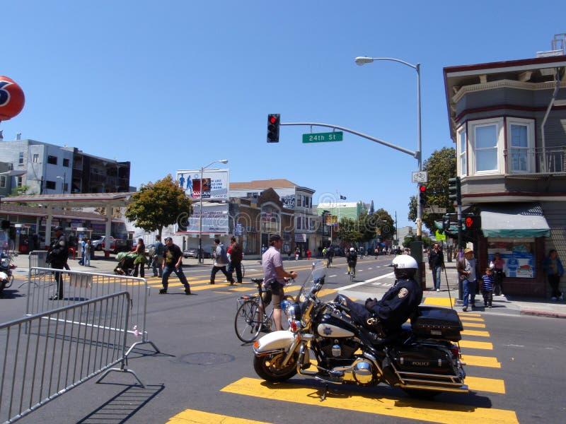 Repos de policier de SFPD sur la moto photos libres de droits