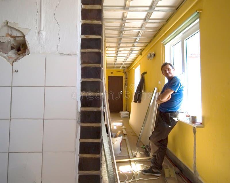 Repos de travailleur de la construction photographie stock