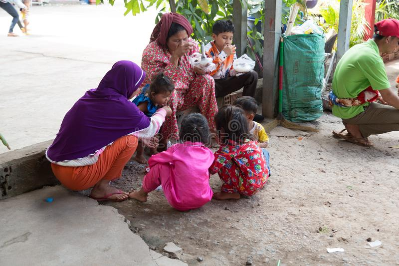 Reposez l'arrêt pour les autobus de fond Banlung, Cambodge - 8 décembre 2018 photographie stock