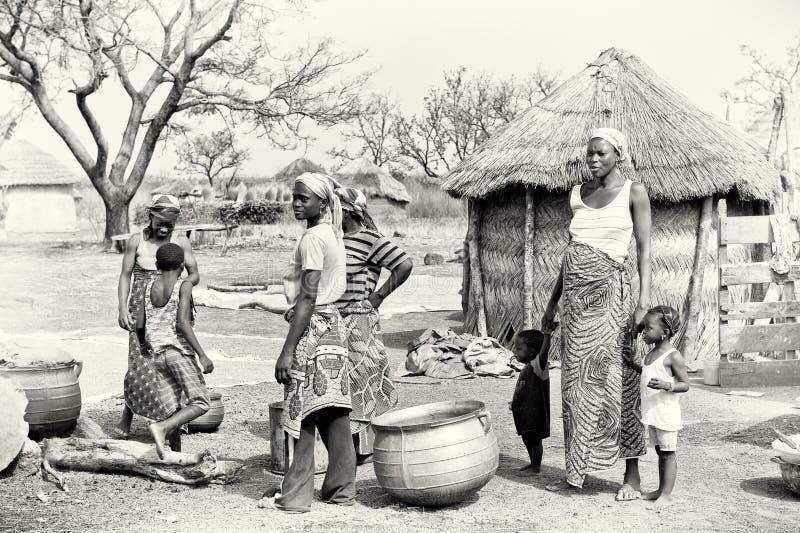 Repräsentanten eines ghanaischen Stammes lizenzfreie stockbilder