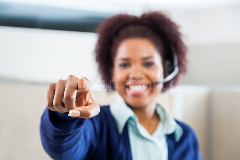 Représentant Pointing At You de service client photos libres de droits