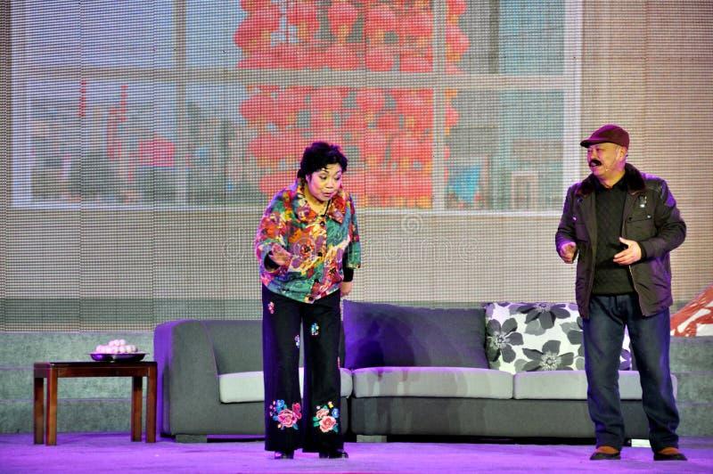 Représentation chinoise de Somedy de croquis sur le festival de lanterne photos stock
