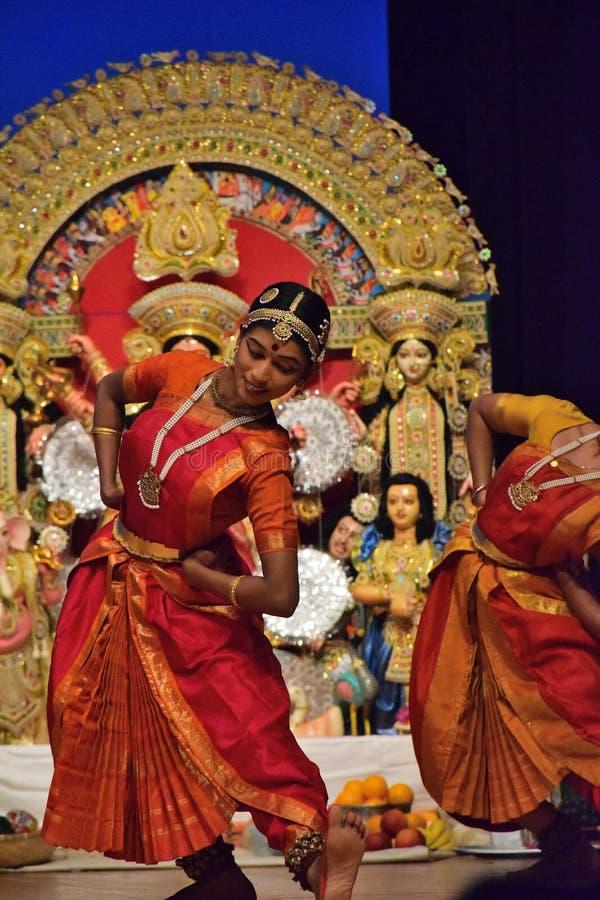 Représentation classique indienne de danse photographie stock