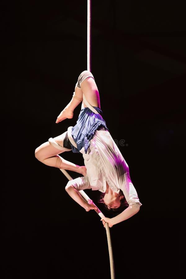 Représentation d'Adele Didelez, étudiant de cirque de Fontys et d'arts de représentation, Tilburg, Pays-Bas images libres de droits
