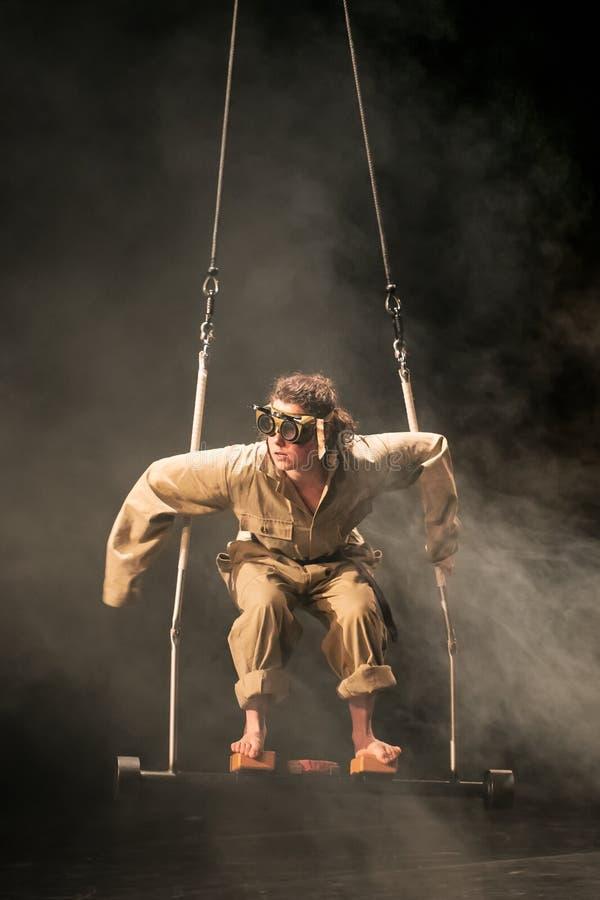 Représentation d'Elodie Dubuc, étudiante de cirque de Fontys et d'arts de représentation, Tilburg, Pays-Bas image stock