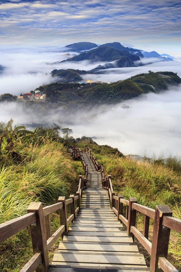 Représentation de beau paysage avec la couleur gentille du soleil de montagne photo stock