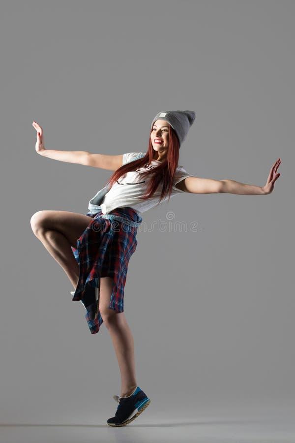Représentation de fille de danseur photographie stock libre de droits