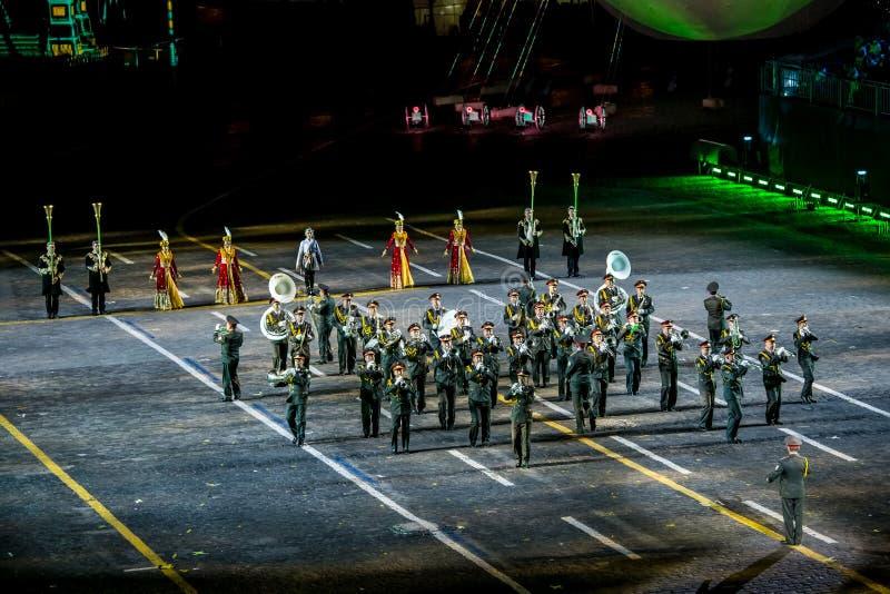 """Représentation de la bande des forces armées de l'Ouzbékistan sur l'""""Spasskaya international de festival de musique de tatouage photos libres de droits"""