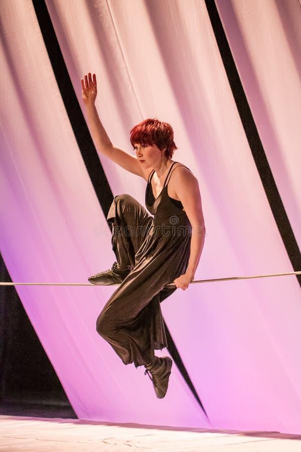 Représentation de Sien van Acker, étudiant de cirque de Fontys et d'arts de représentation, Tilburg, Pays-Bas photos libres de droits