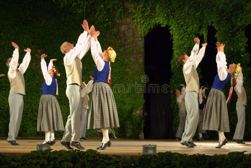 Représentation letton de danse folklorique photo libre de droits