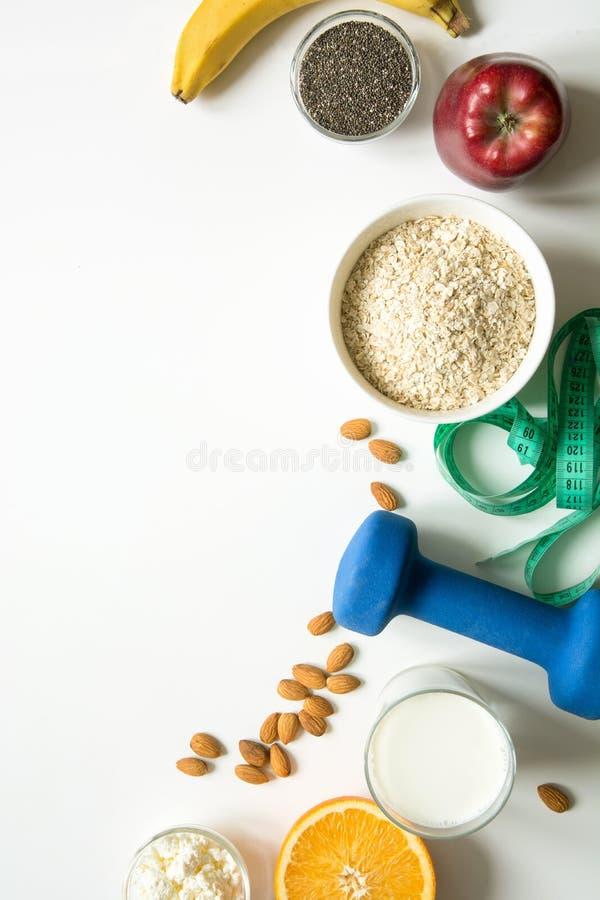 Représentation saine de nourriture d'équilibre pour la perte de poids L'espace pour le texte photo libre de droits