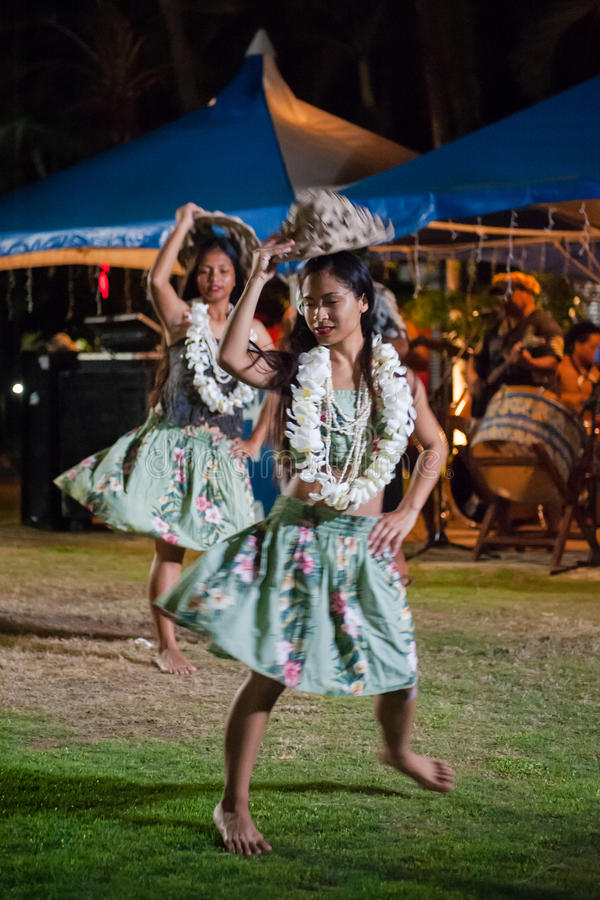 Représentations indigènes de chanson et de danse de Saipan images stock