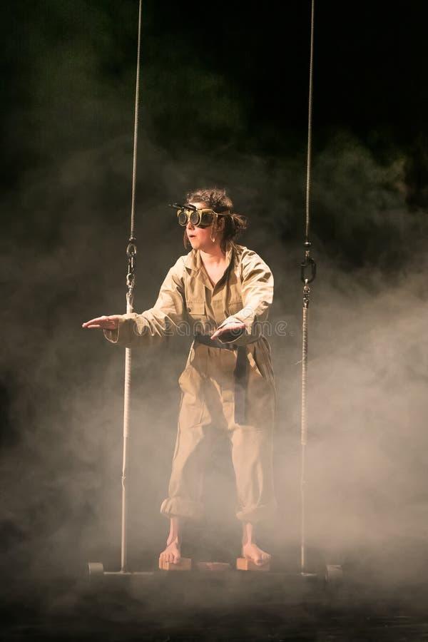 Repr?sentation d'Elodie Dubuc, ?tudiante de cirque de Fontys et d'arts de repr?sentation, Tilburg, Pays-Bas photographie stock libre de droits