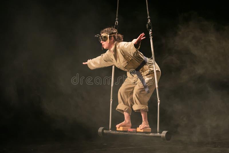 Repr?sentation d'Elodie Dubuc, ?tudiante de cirque de Fontys et d'arts de repr?sentation, Tilburg, Pays-Bas photo libre de droits