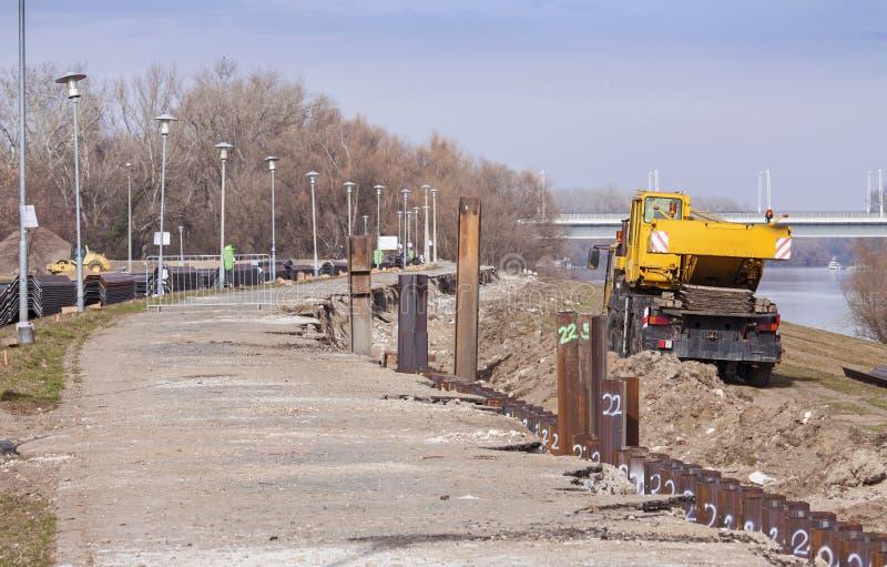 Represa da proteção de inundação sob a construção foto de stock