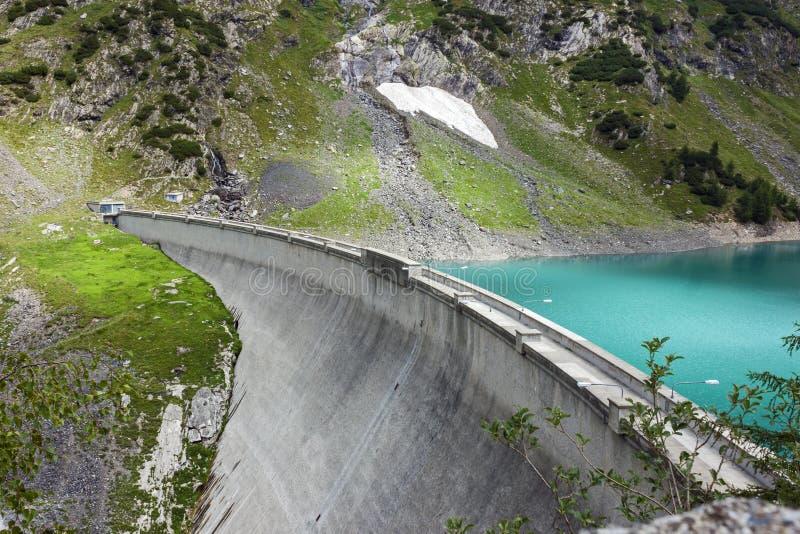 Represa de Barbellino e lago artificial, cumes Orobie, Bergamo, fotografia de stock