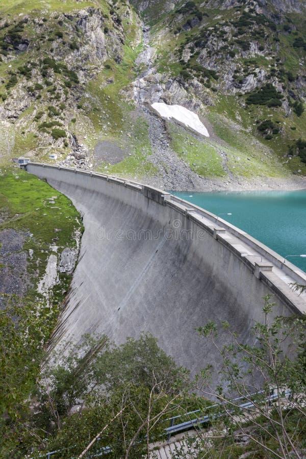 Represa de Barbellino e lago artificial, cumes Orobie, Bergamo, imagem de stock
