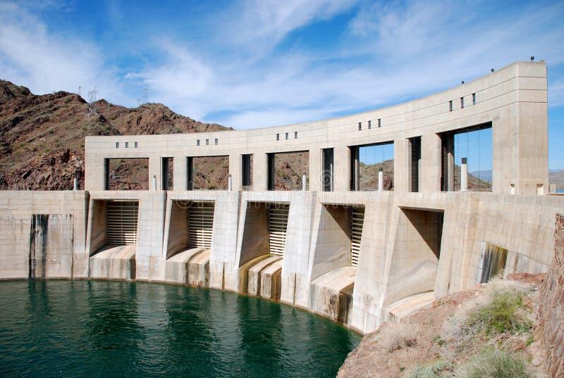 Represa de Parker na beira de Califórnia e de Arizona foto de stock