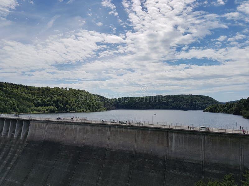 Represa de Rappbode e sua vizinhança bonita foto de stock