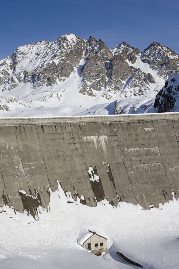 Represa de uma planta hydroelectric fotografia de stock royalty free
