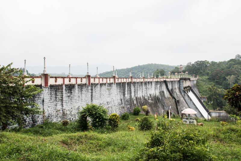 Represa e Hillscape de Neyyar imagens de stock royalty free