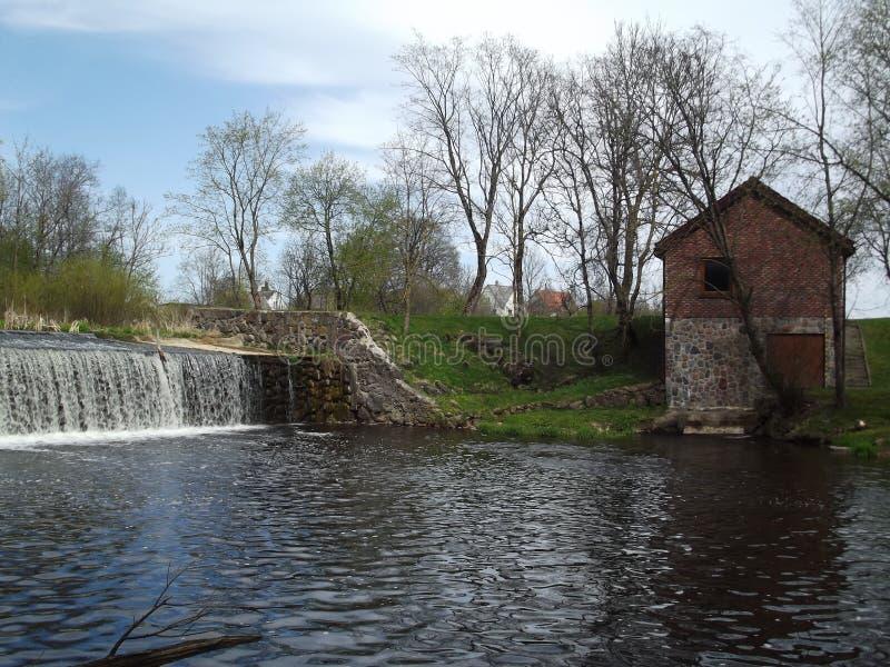 A represa no centro da cidade imagem de stock