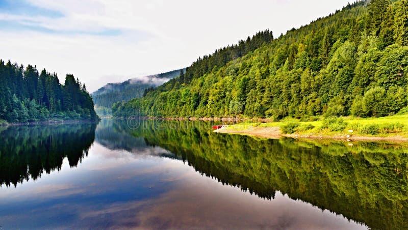 Represa no rio Elbe em República Checa imagens de stock