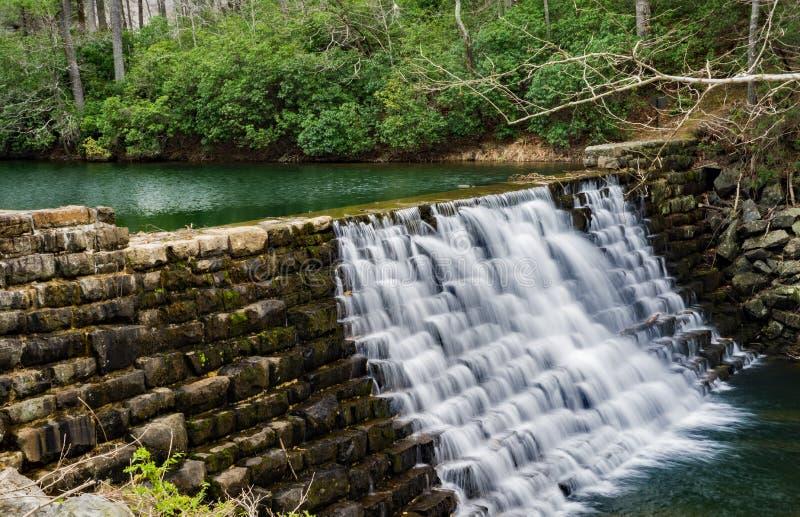 Represa por Ridge Parkway azul, Virgínia do lago otter, EUA foto de stock royalty free