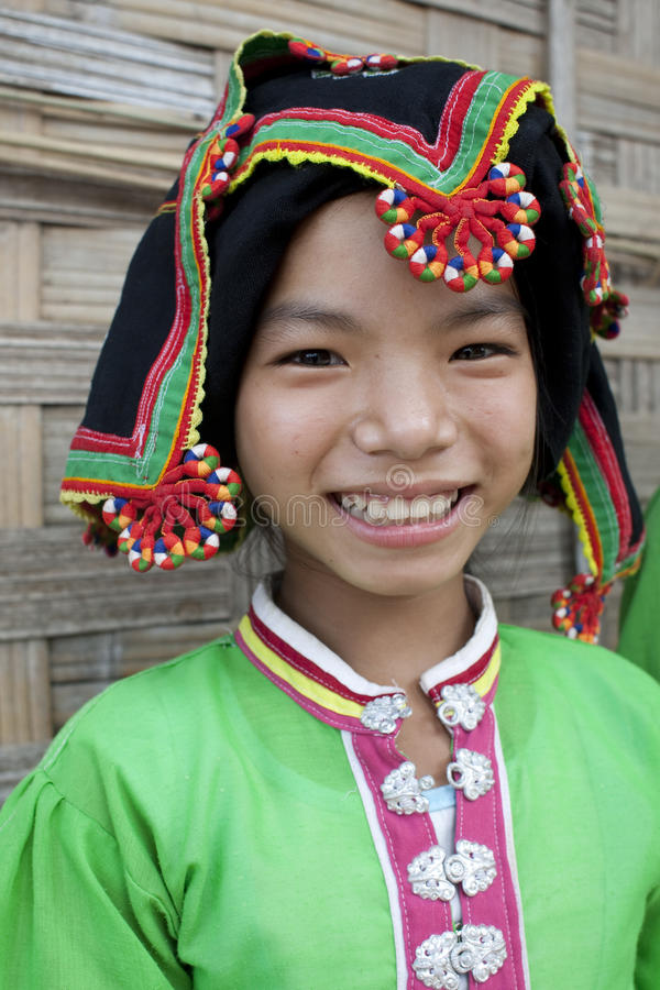 Represa tailandesa das mulheres asiáticas do retrato, Laos foto de stock