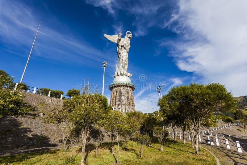 Representación de la Virgen coa alas encima de la colina Panecillo fotos de archivo libres de regalías