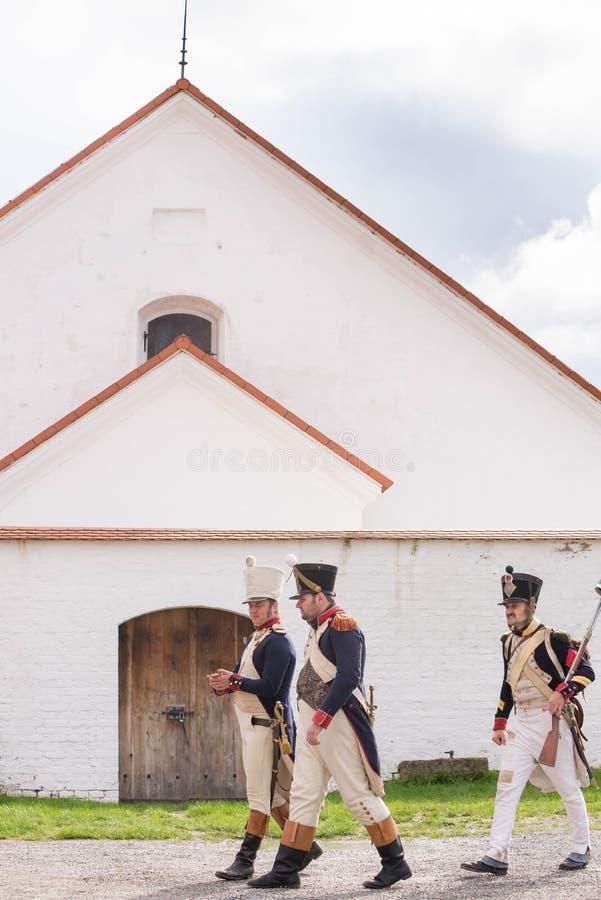 Representante checo de Olomouc 7 de outubro de 2017 festival histórico Olmutz 1813 Os soldados de Napoleão andam por um católico  fotografia de stock royalty free