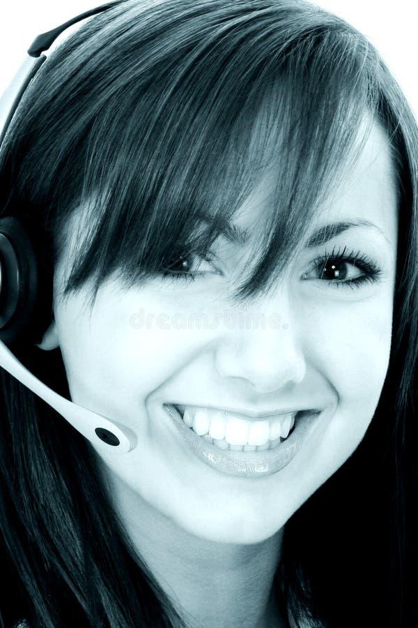 Representante de sorriso bonito do serviço de atenção a o cliente em tons cianos imagens de stock royalty free