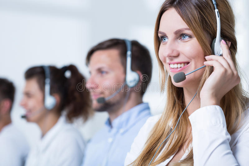 Representante de sorriso do serviço de atenção a o cliente fotografia de stock