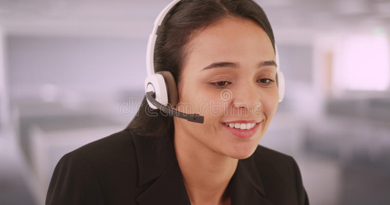 Representante/delegado de servicio de atención al cliente de habla hispana fotografía de archivo libre de regalías