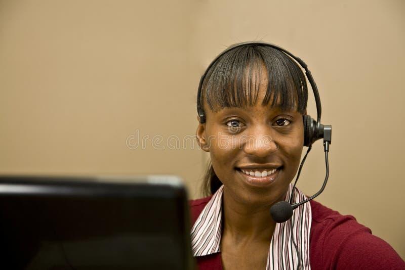 Representante do apoio a o cliente do americano africano imagens de stock royalty free