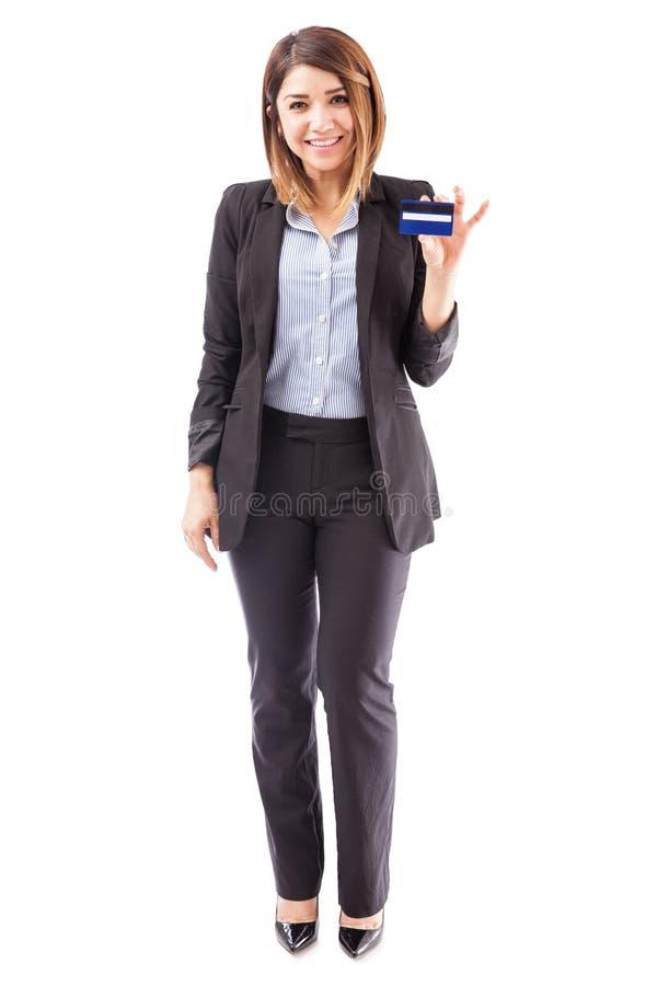 Representante do banco com um cartão de crédito imagens de stock