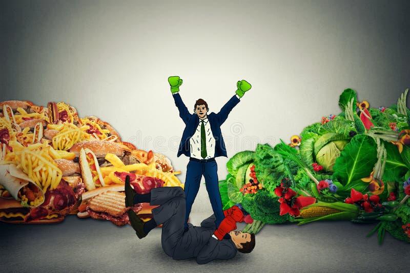 Representativ vinnare för vegetarisk mat i kamp med fettig mat för sjukligt skräp fotografering för bildbyråer