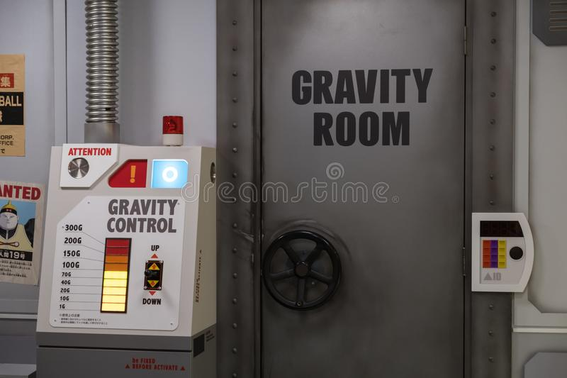 Reprodução da sala super do treinamento da gravidade de Dragon Ball Vegeta e controle no parque temático do J-mundo dentro a fotografia de stock