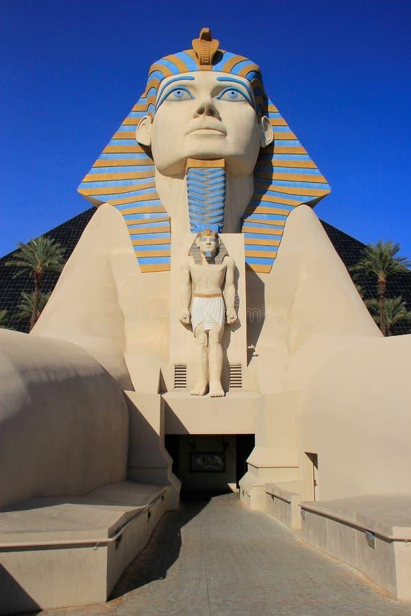 Reproducción de la gran esfinge del hotel de Giza, de Luxor y del casino en Las V fotos de archivo