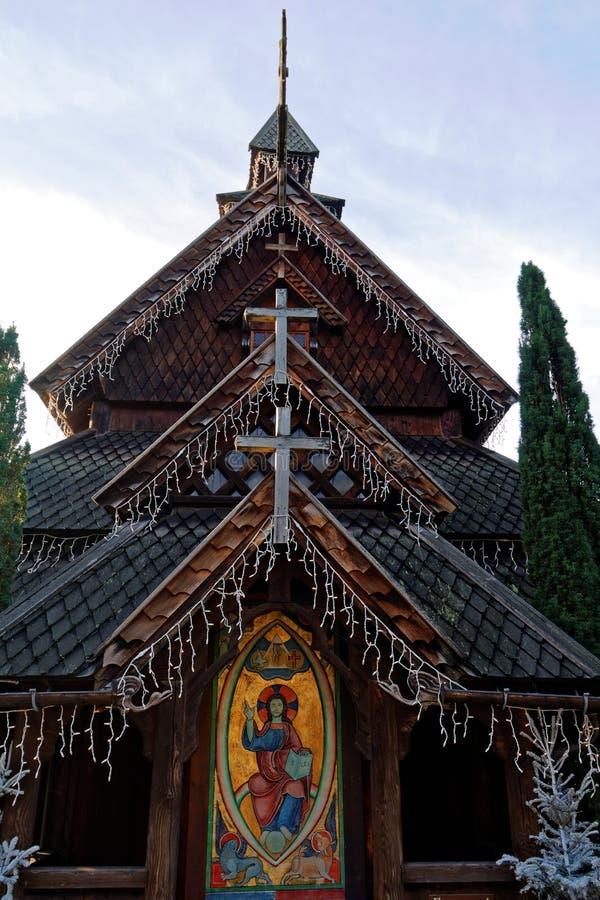 Reproducción noruega de la iglesia del bastón en la Navidad foto de archivo