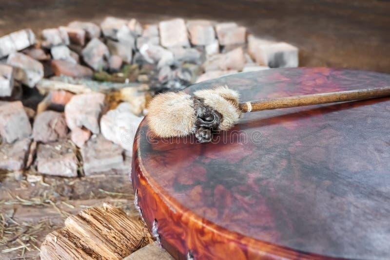 Reproduction antique de pilon de tambour de basque et de tambour d'amerindian images stock