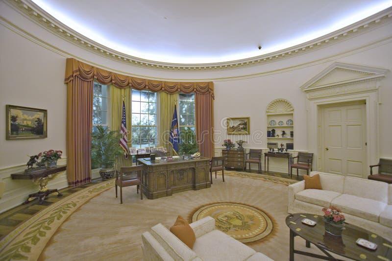 reproduction du bureau d 39 ovale de la maison blanche photo stock ditorial image du ronald d0. Black Bedroom Furniture Sets. Home Design Ideas