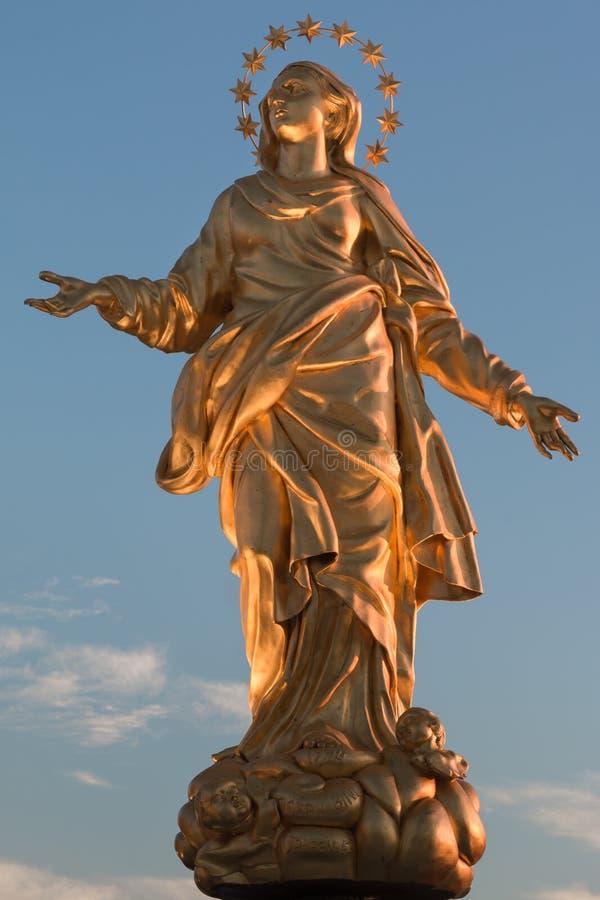 Reproduction parfaite de statue de Madonnina images stock