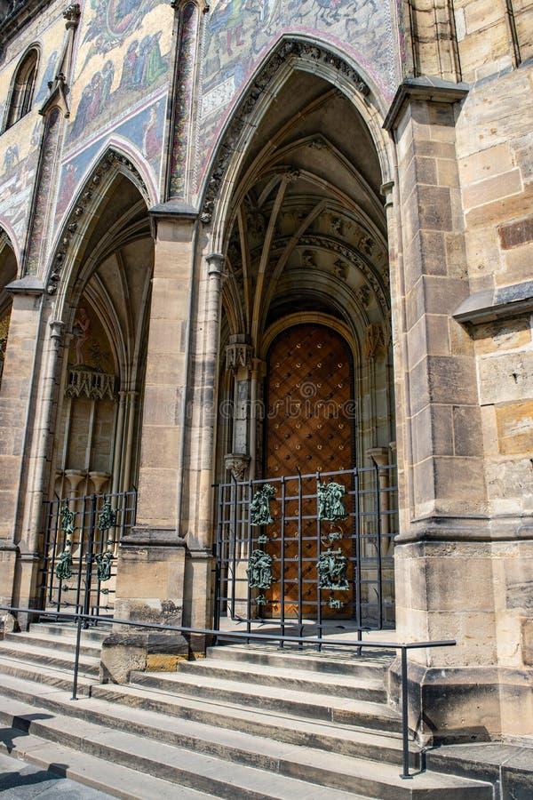 Repubblica ceca praga St Vitus Cathedral Stile gotico, XIV secolo Golden Gate decorato con i mosaici veneziani da Niccoletto fotografia stock libera da diritti