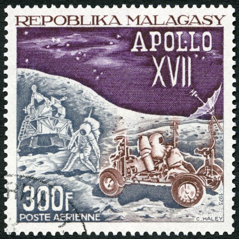 REPUBBLICA MALGASCIA - 1973: manifestazioni che atterrano modulo, gli astronauti e Rover lunare, missione della luna di Apollo 17 fotografia stock