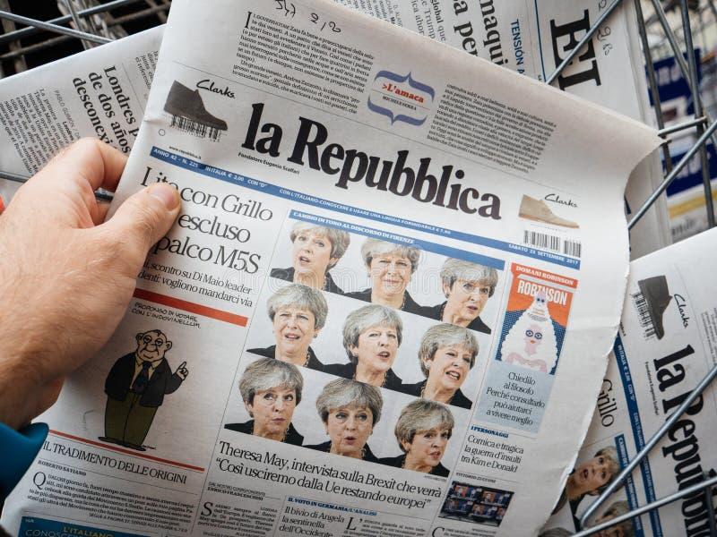 Republica del La con las caras del ultiple de Theresa May fotografía de archivo