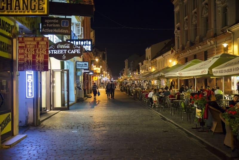 Republicii Strada la nuit en Brasov, Roumanie photo libre de droits