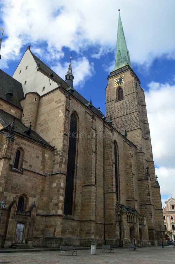 Republik-Quadrat Republiky Plzen stÛ mÄ ¡ St. Bartholomew Cathedral NÃ, Tschechische Republik Pilsens lizenzfreie stockbilder